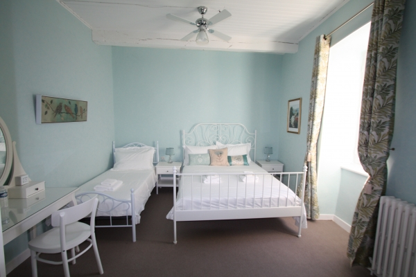 Triple room in Maison de Montolieu